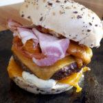 Burger tête de lard à emporter au Fil Rouge, restaurant à Quimper