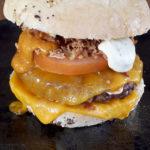 Cheeseburger préparé au Fil Rouge et à emporter à Quimper